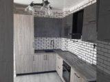 Кухня со скрытым холодильником